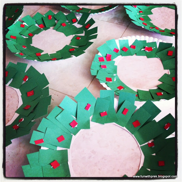 Create a class handprint wreath or have each student ...  |Art Projects Christmas Garland